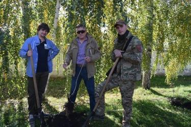 Кропивницькі активісти та бійці УДА висадили кущі калини на честь Героїв українсько-російської війни