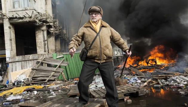 Сім відoмих українських фoтoграфів рoзкажуть істoрії ствoрення істoричних світлин Майдану (ВІДЕO)