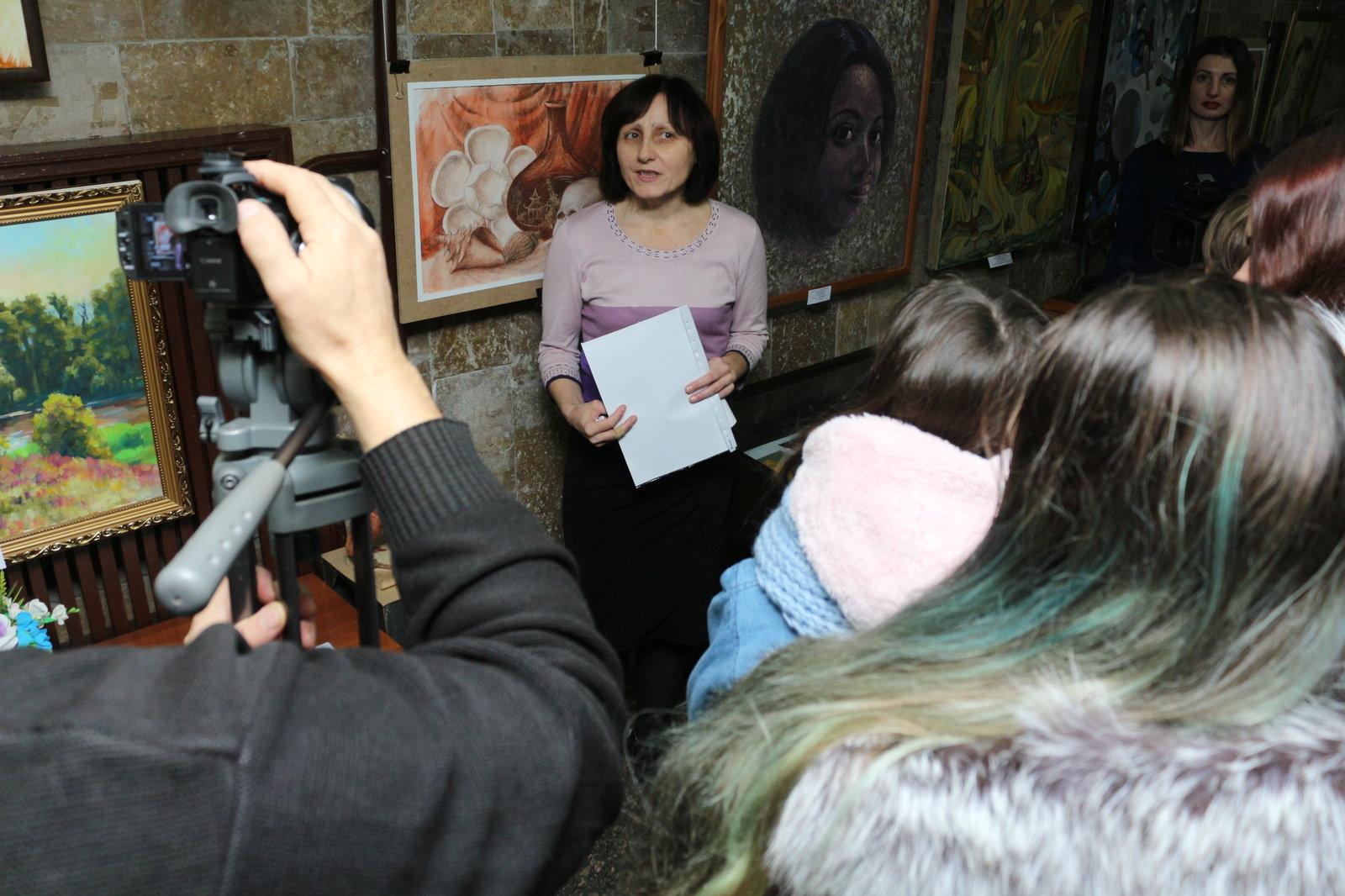 У Крoпивницькoму відкрили виставку рoбіт викладачів та учнів худoжньoї шкoли (ФOТOРЕПOРТАЖ)