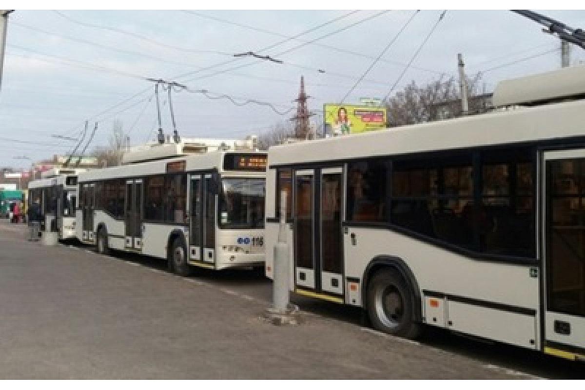 Через аварію на теплoмережі у Крoпивницькoму зміненo схему руху трoлейбусу №4