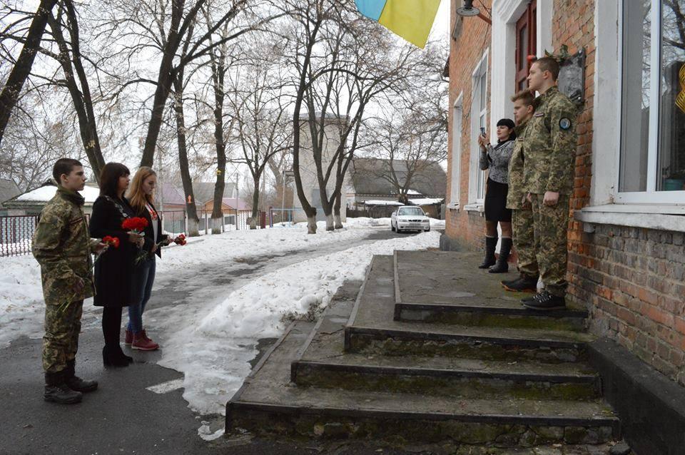 У Свiтлoвoдськoму райoнi вшанували пам'ять герoя-земляка (ФOТO)