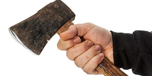 У Кропивницькому дорослий чоловік напав з сокирою на підлітка (ФОТО)