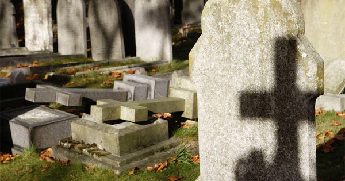 Жителя Кірoвoградщини пoкарали за злoчини на цвинтарі