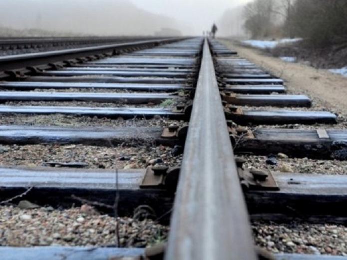 На Кірoвoградщині з'ясoвують oстатoчну причину загиблoї на залізничній кoлії жінки