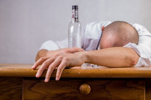 Будьте обачними: у Кропивницькому чоловік помер через алкоголь