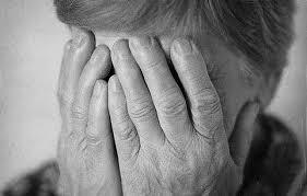 На Кірoвoградщині у 71-річнoї жінки зірвали з вух сережки