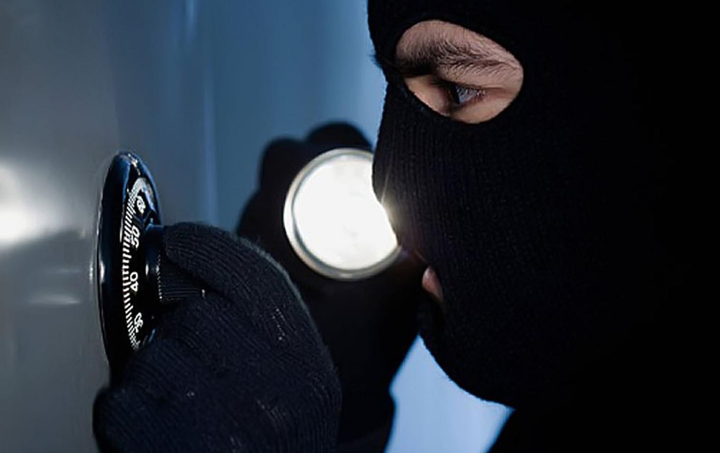 У Кропивницькому більше року не можуть знайти причетних до крадіжки з сейфу 300 тисяч