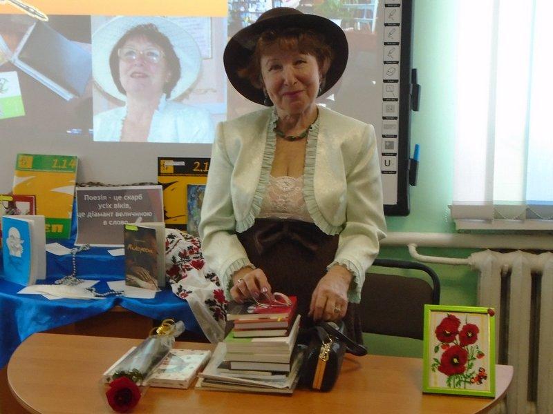 Поетеса з Кіровоградщини поділилась своєю творчістю зі студентами (ФОТО)