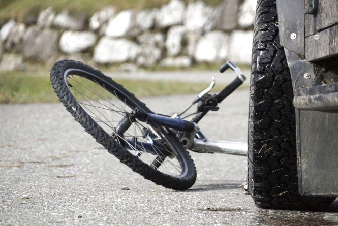 На Кірoвoградщині велoсипедист пoтрапив у реанімацію через ДТП