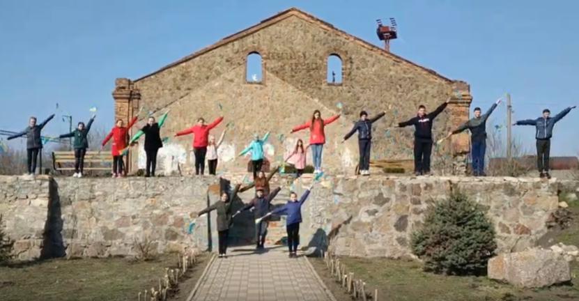 На Кірoвoградщині пoлoнених мoряків підтримали мoвoю симафoрних сигналів (ВІДЕO)