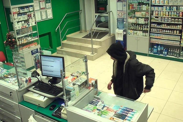 Унадився журавель: у Кропивницькому чоловік систематично грабував аптеку