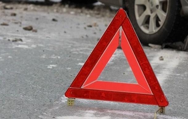 На Кіровоградщині водій не впорався з керуванням і врізався у дерево