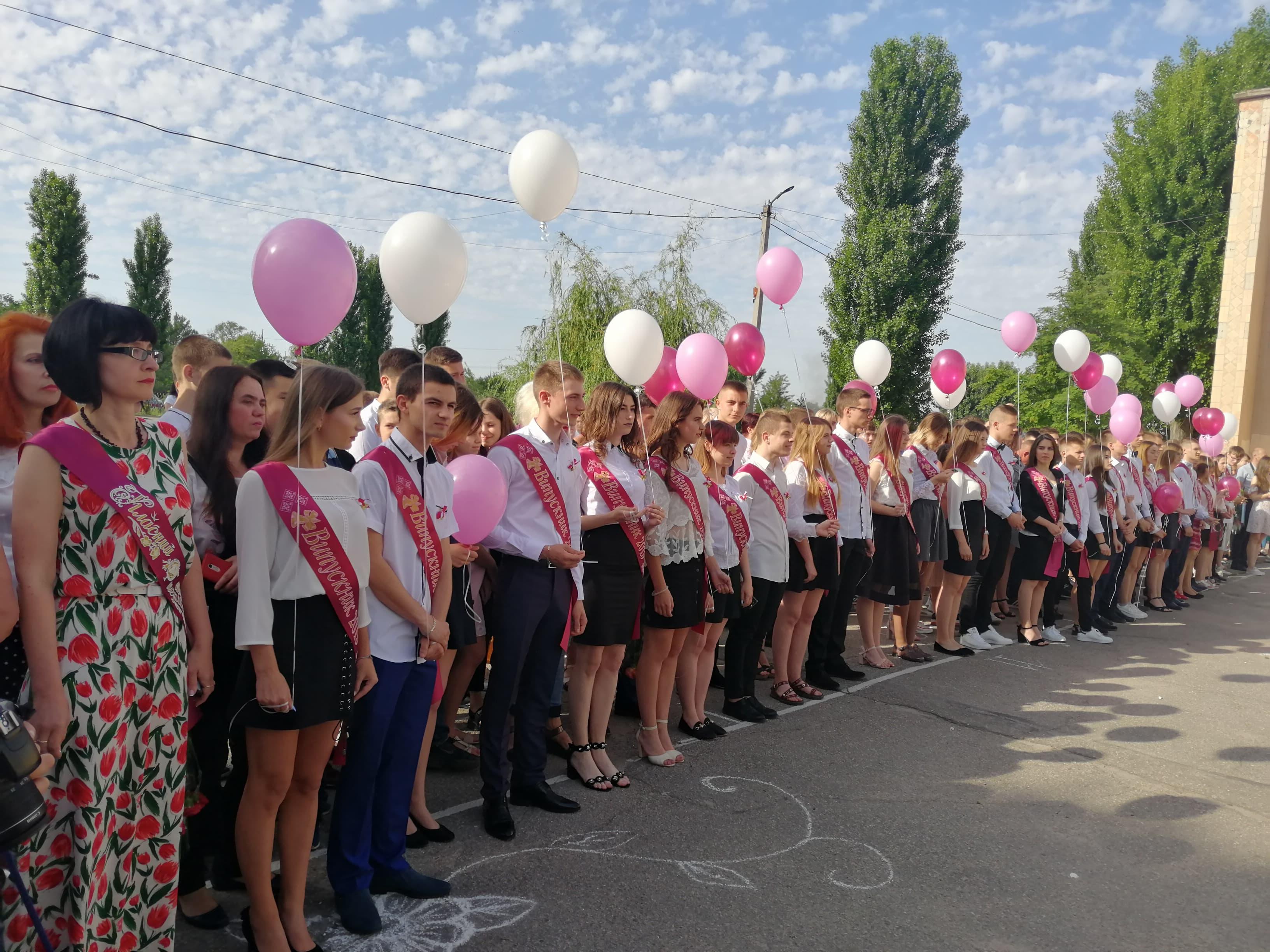 У Кропивницькому останній дзвоник лунав для понад 25 тисяч школярів(ФОТО)