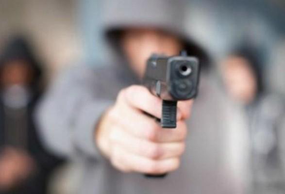 На Кіровоградщині ймовірний грабіжник обстріляв поліцейську автівку