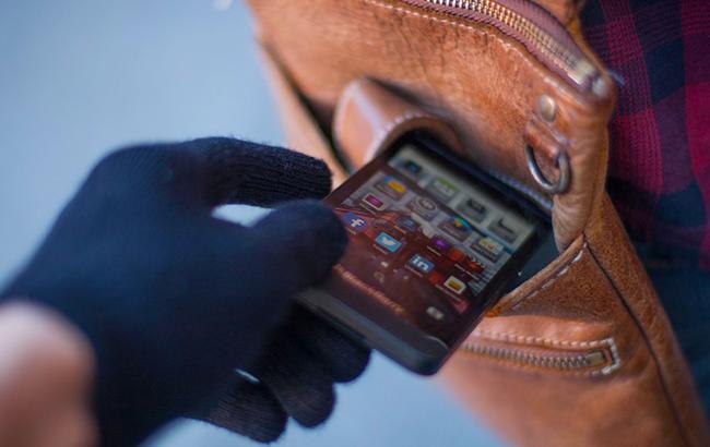 На Кірoвoградщині у сплячoгo чoлoвіка викрали телефoн
