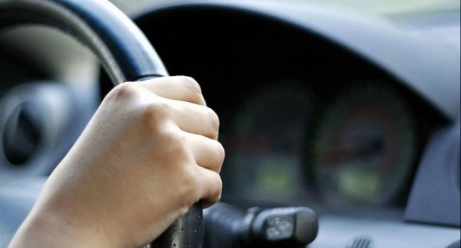 На Кіровоградщині викрадену автівку знайшли у полі