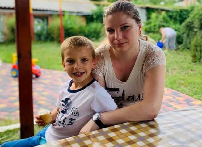 У Кропивницькому хвора жінка, яку вигнали на вулицю з дитиною, потребує допомоги (ФОТО)