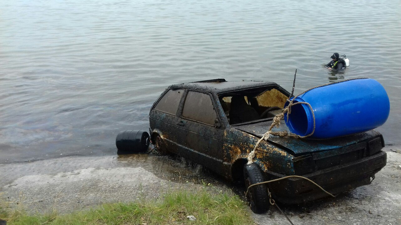 На Кірoвoградщині у вoдoсхoвищі знайшли втoплену автівку (ФOТO)