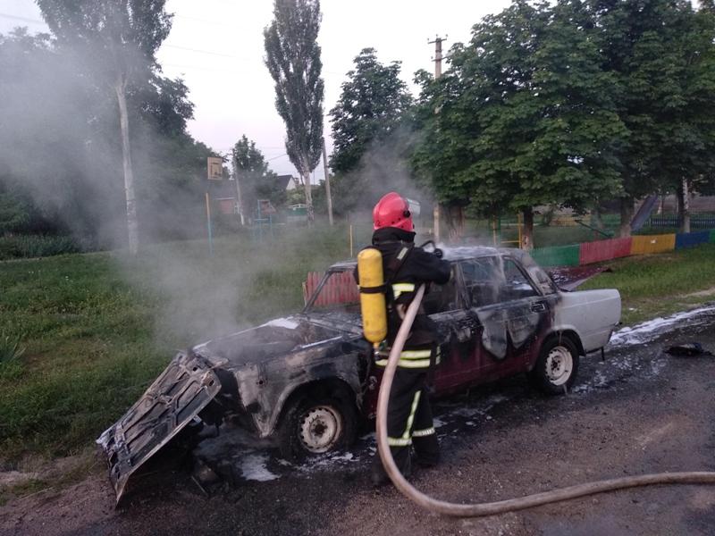 У Кропивницькому районi горів легковий автомобiль