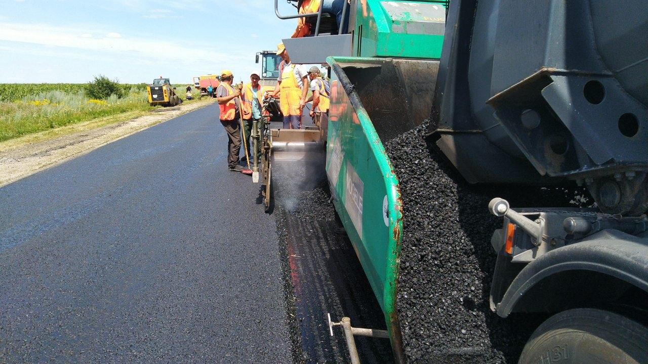 На Кiровоградщинi триває ремонт скандальнозвiсної дороги (ФОТО)