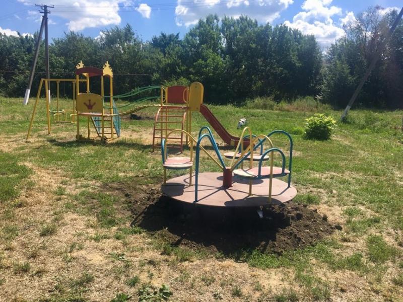 На Кіровоградщині для дітей облаштовують ігровий майданчик (ФОТО)