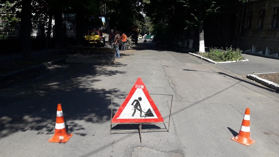 У Кропивницькому ремонтують провал дороги по вул Паученка (ФОТО)