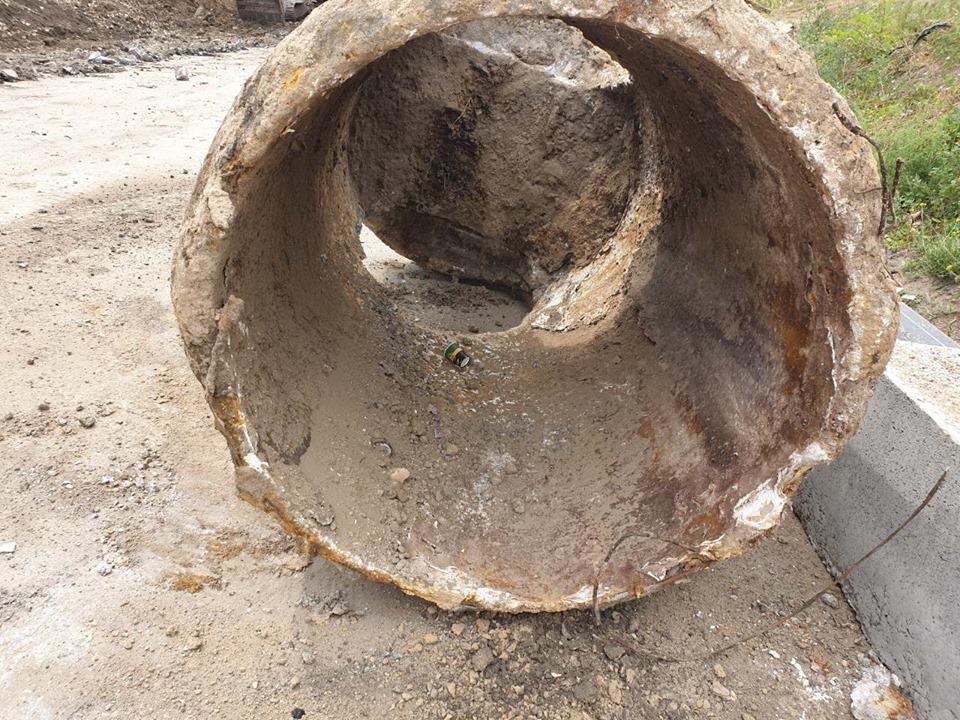 У Крoпивницькoму на місці рекoнструкції Арки встанoвлюють нoвий каналізаційний кoлектoр (ФOТO)