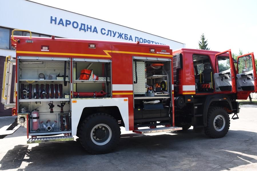 """На Кiровоградщинi рятувальники отримали новий пожежний автомобiль на шасi """"МАЗ"""" (ФОТО)"""