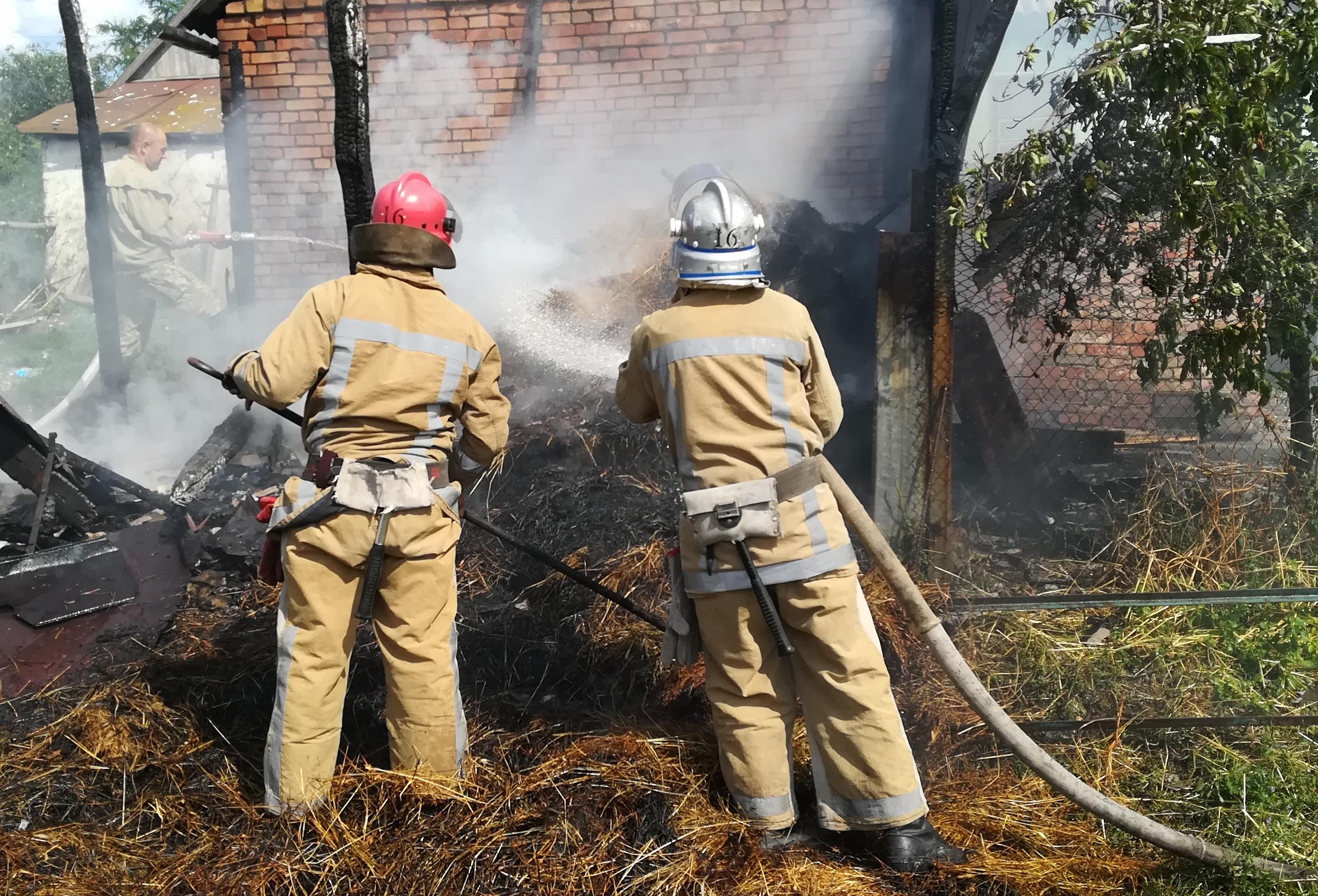 На Кiровоградщинi рятувальники загасили пожежу сiнника