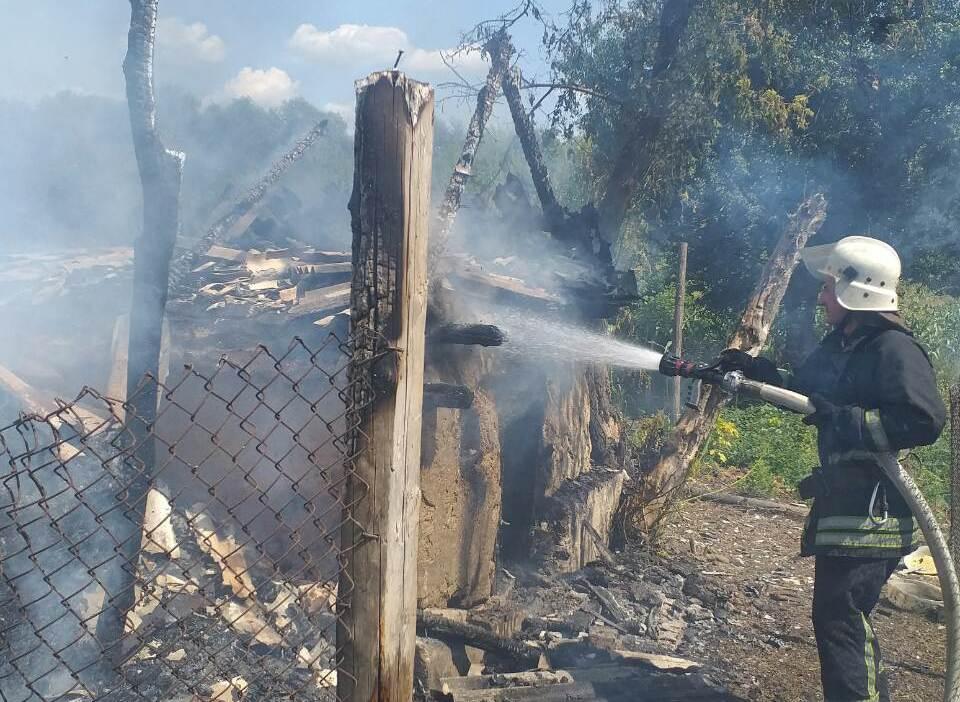 На Кiровоградщинi за добу загасили три пожежi господарчих будiвель (ФОТО)