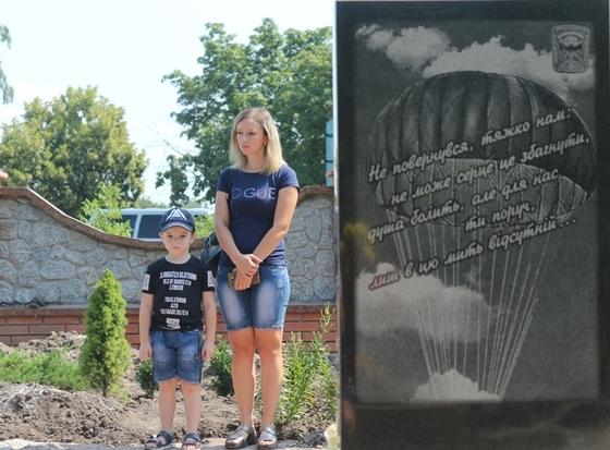 У Крoпивницькoму вшанували загиблих пiд Латишевo спецпризначенцiв (ФOТO)