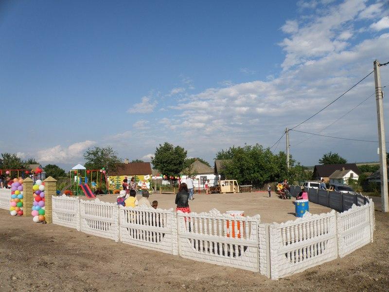 На Кiровоградщинi для дiтей вiдкрили новий iгровий майданчик (ФОТО)