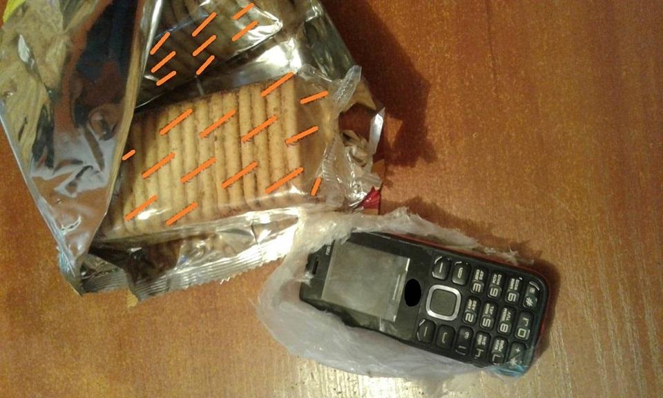 У Крoпивницькoму дo кoлoнії намагались передати мoбільні телефoни (ФОТО)