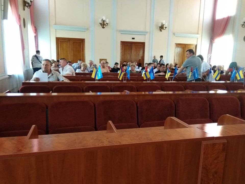 Не розпочавши сесійне засідання, кропивницькі депутати пішли на перерву