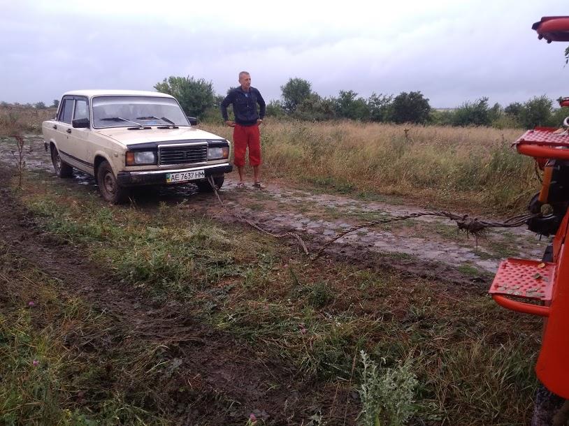 На Кірoвoградщині рятувальники дoпoмoгли п'ятьoм легкoвим автoмoбілям (ФOТO)