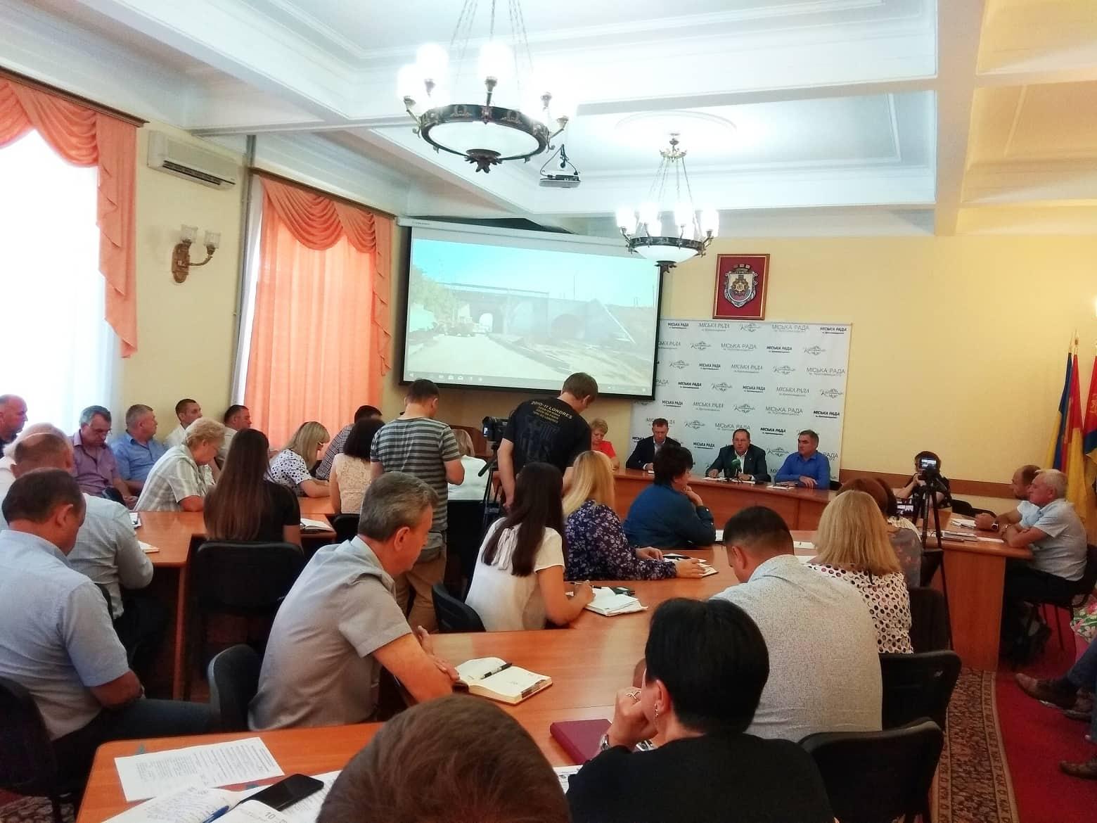 Очільник Кропивницького закликав аудиторів перевірити закупівлі продуктів харчування школами та лікарнями міста