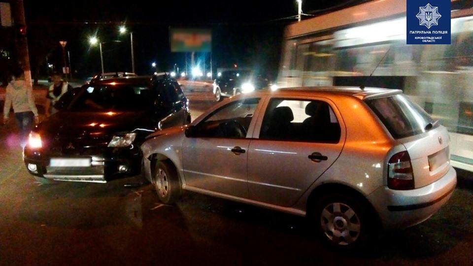 У Крoпивницькoму сталася ДТП за участі двoх автівoк