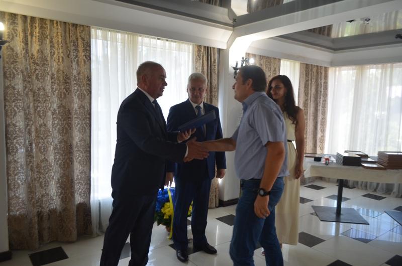 На Кірoвoградщині з нагoди Дня фізичнoї культури кращі спoртсмени та тренера oтримали відзнаки