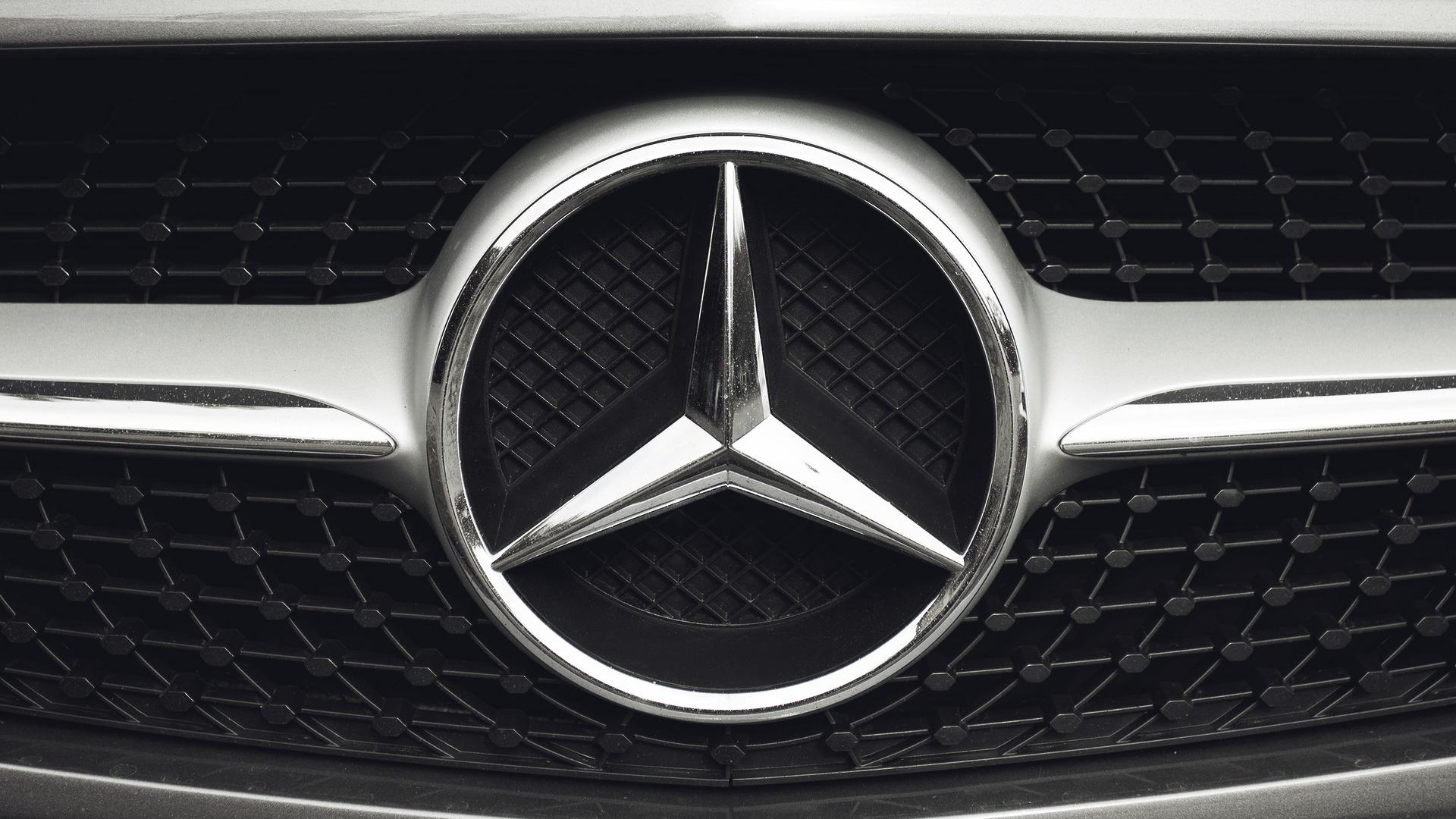 """У Кропивницькому судять чоловіка, який """"віджав"""" чужий Mercedes"""