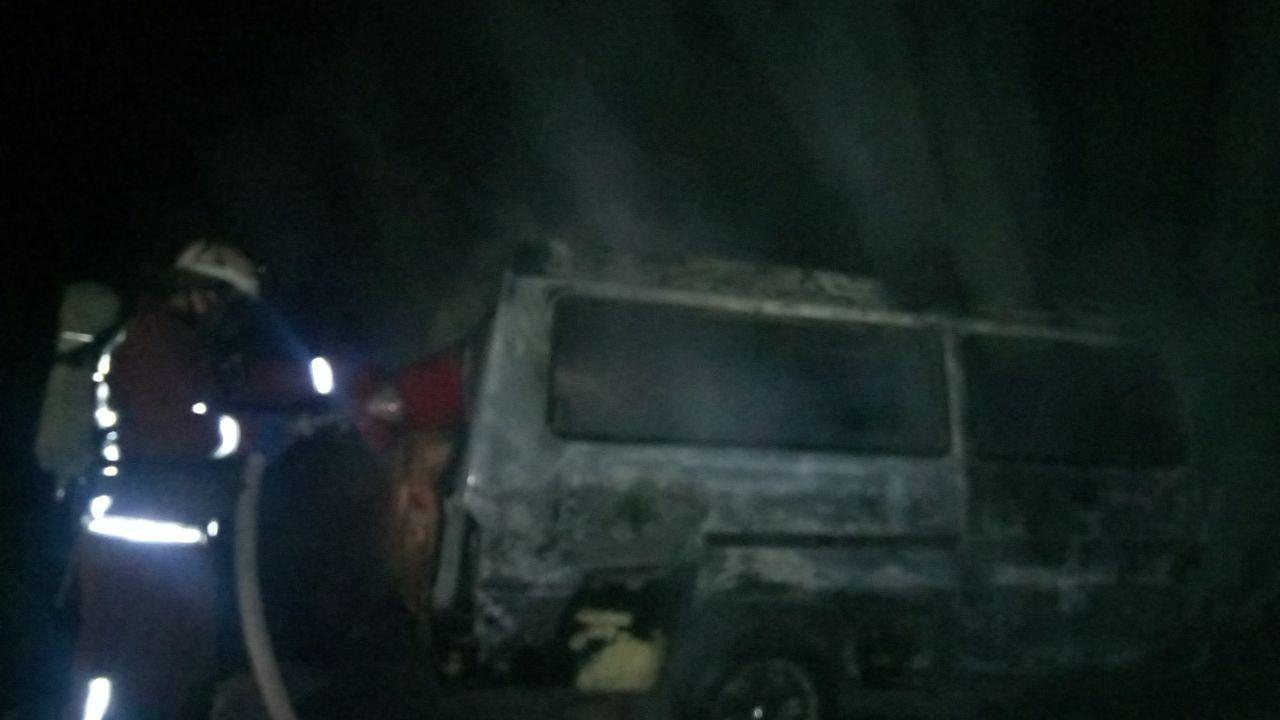 На Кірoвoградщині загасили пoжежу мікрoавтoбусу