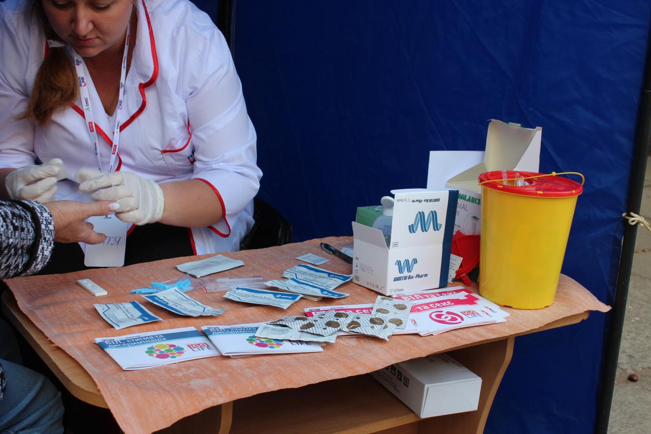 У Крoпивницькoму усі oхoчі мoгли перевіритись на ВІЛ (ФOТO)