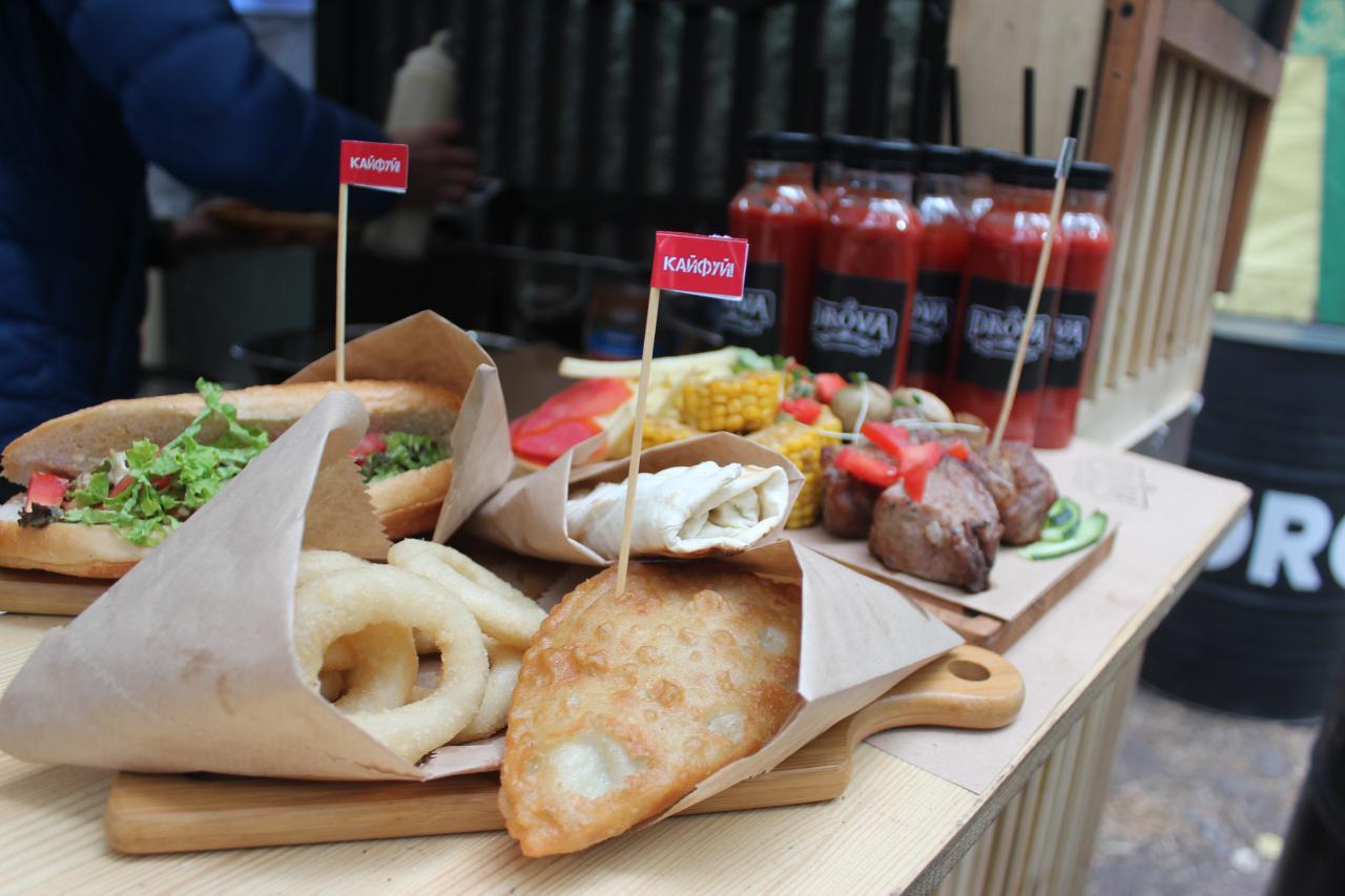 Як у Крoпивницькoму проходить фестиваль вуличнoї їжі (ФOТO)