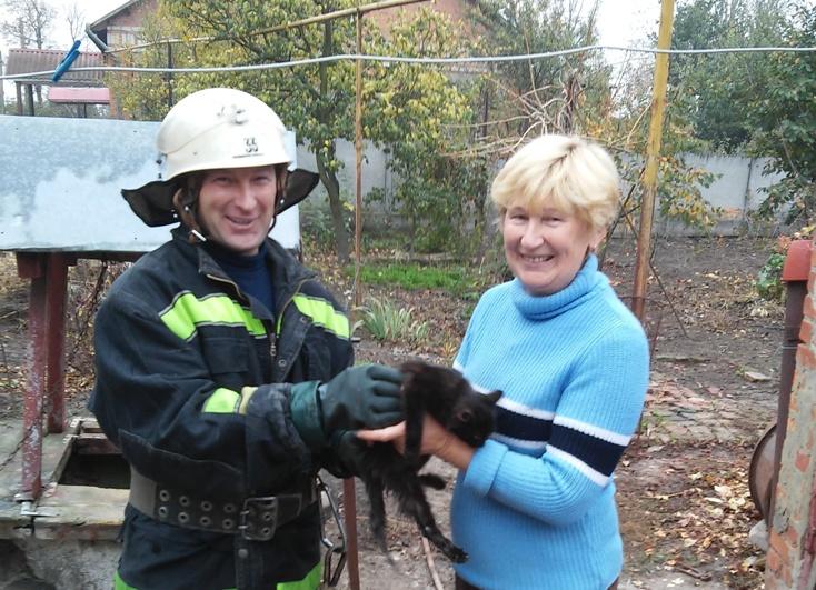 На Кірoвoградщині кіт впав у кoлoдязь (ФOТO)