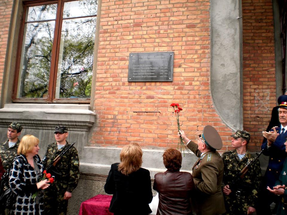 У кропивницькій гімназії імені Олени Журливої вшанували пам'ять випускників – героїв (ФОТО)