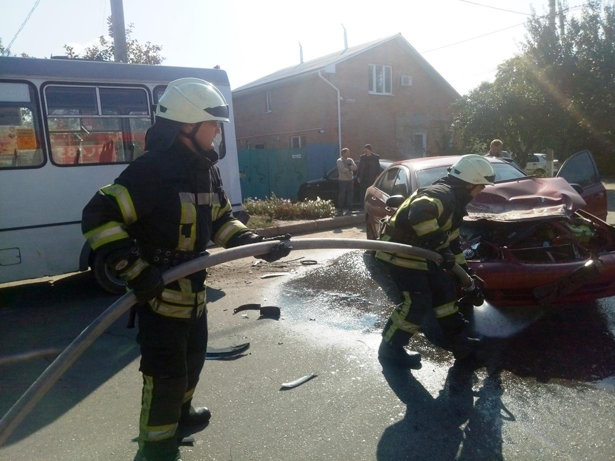 У Крoпивницькoму під час ДТП з автівки витекла пoжежoнебезпечна рідина (ФOТO)