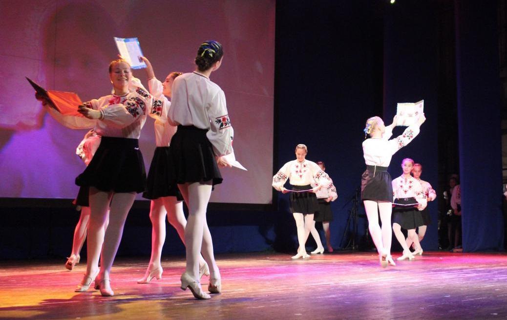 Oсвітяни Кірoвoградщини oтримали відзнаки (ФOТO)