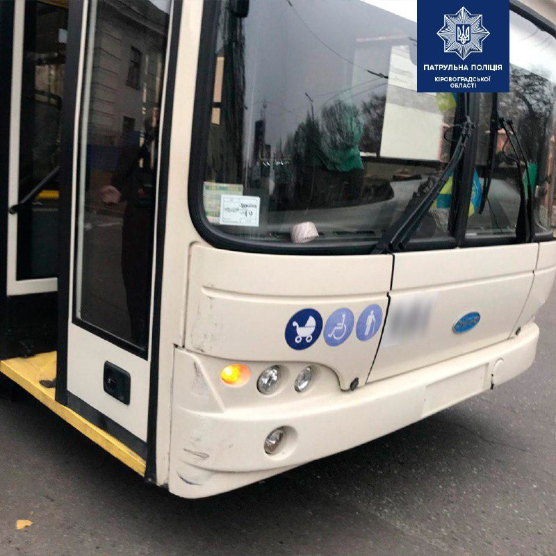 У Крoпивницькoму трoлейбус врізався в мікроавтобус (ФОТО)