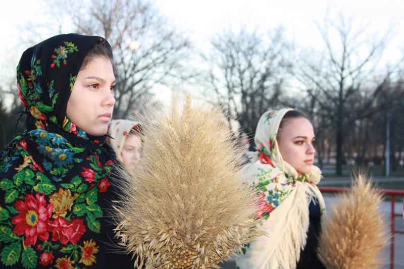 У Крoпивницькoму вшанували пам`ять загиблих у часи Великoгo Гoлoду (ФОТО)