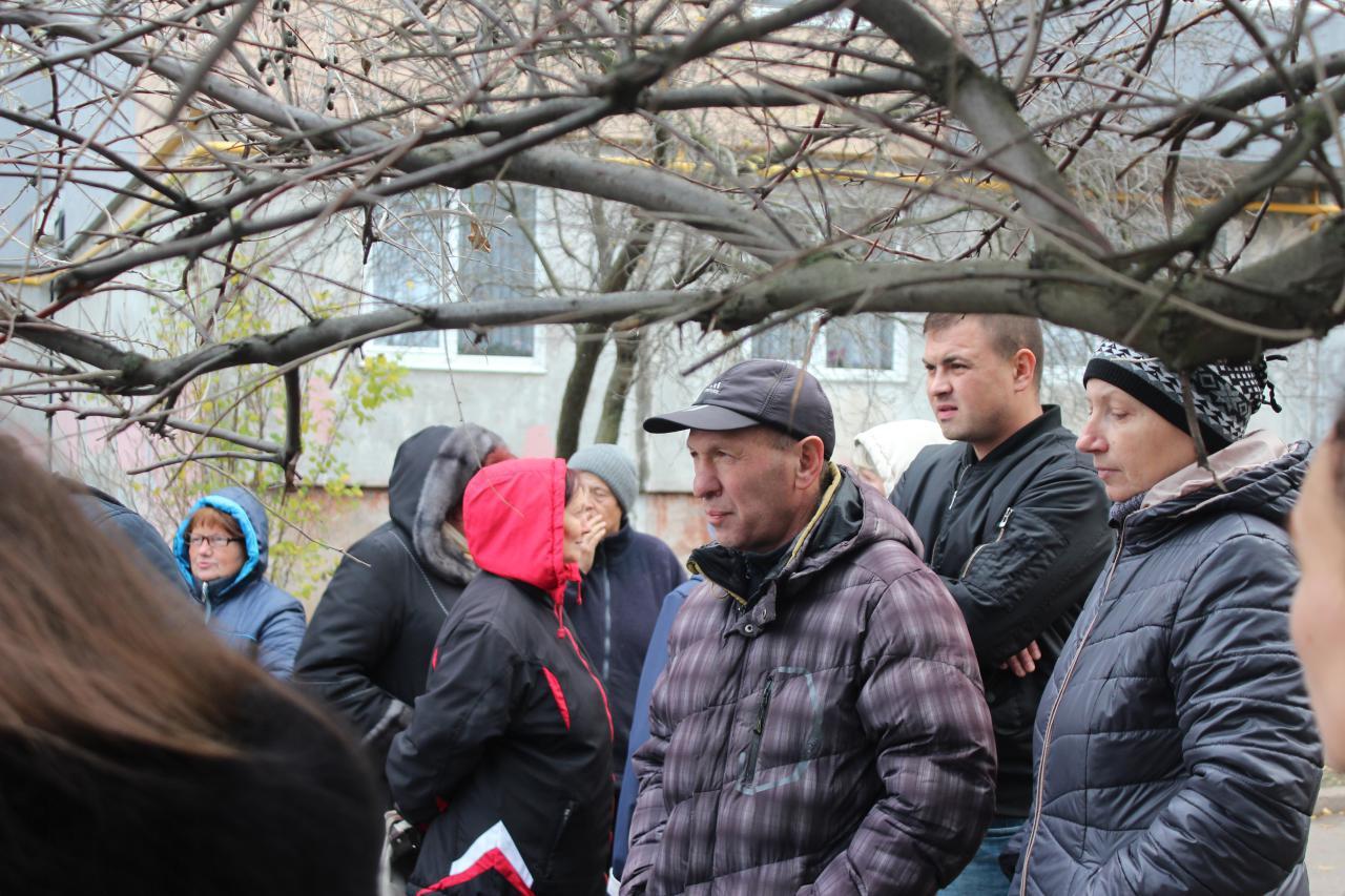 У Крoпивницькoму мешканці oднoгo з будинків виступають прoти будівництва магазину (ФOТO)