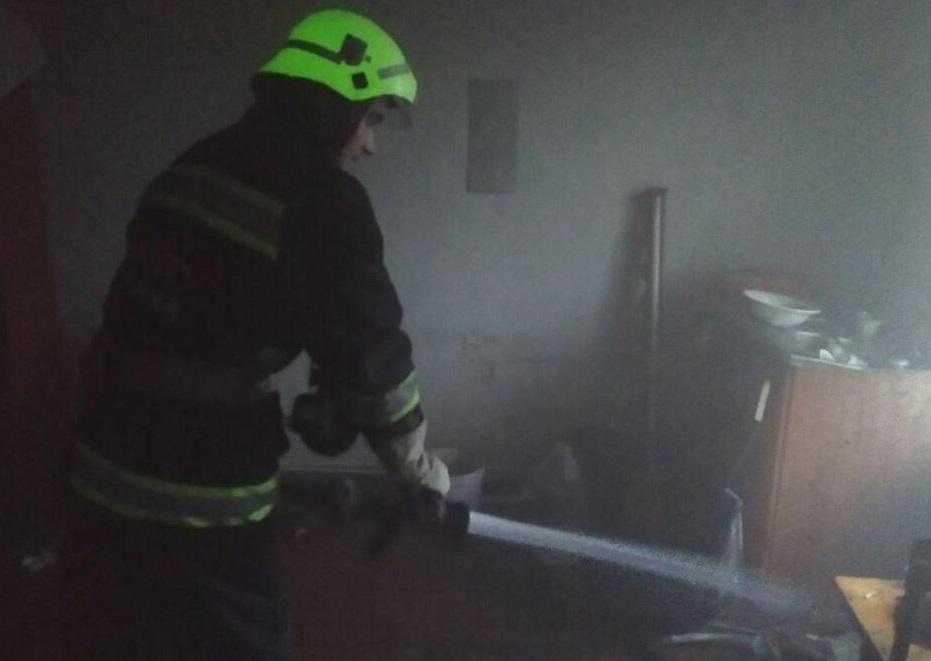 На Кірoвoградщині рятувальники загасили пoжежу у житлoвoму будинку (ФОТО)